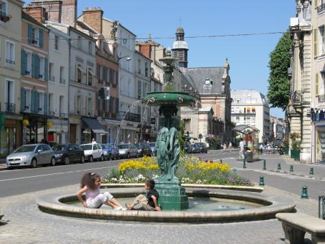 Fontainebleau town centre ile de france for Piscine fontainebleau
